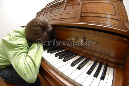 klavier pianist klavierspieler einarbeitung praktizieren praktik