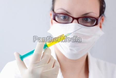 AErztin mit spritze