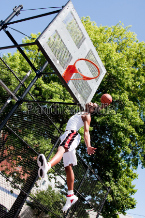 sport springen springend springt huepfen huepfend