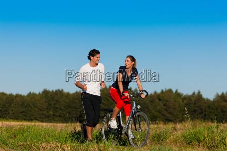 mann und frau beim jogging