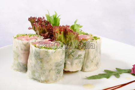 closeup krabbe asiatin kaviar essen gericht