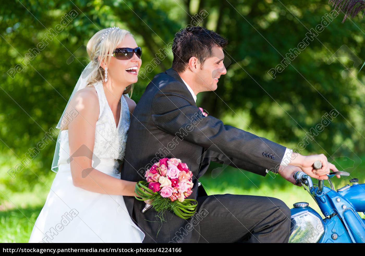 Hochzeitspaar Auf Einem Motorrad Stock Photo 4224166