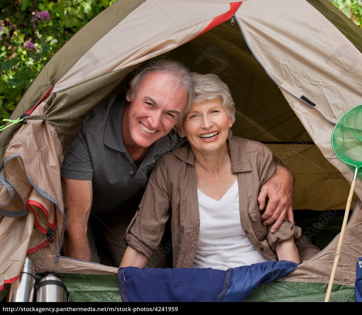 glückliches, paar, camping, im, garten - 4241959