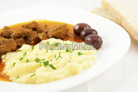 erdapfel pueree gulasch stew fleischwaren fleisch