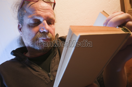 absorbed reading