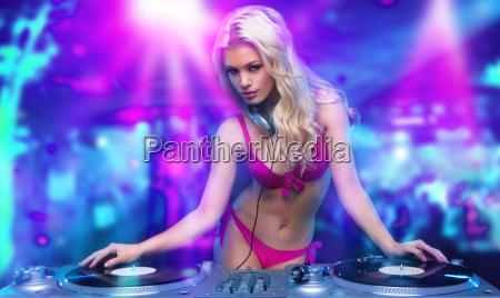 sexy blonde j maedchen im club