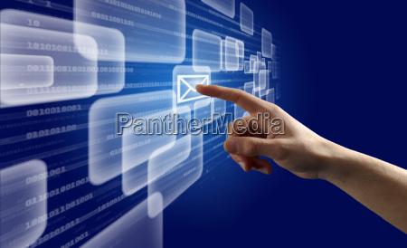 finger schieben virtuelle taste auf einem