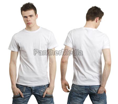 adolescente con camicia bianca in bianco