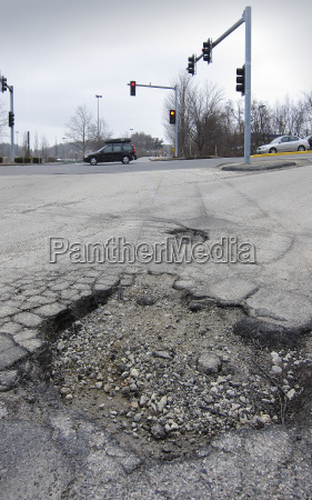 gefahr gefahren gefaehrdung asphalt reparatur loch