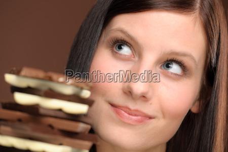 schokolade portraet junge gesunde frau
