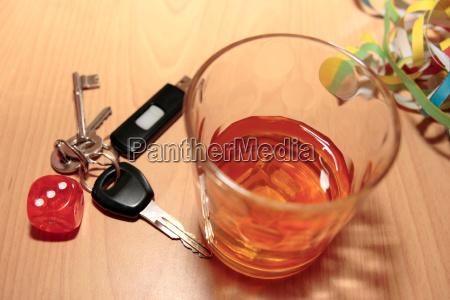 whisky glaswuerfel und schluessel