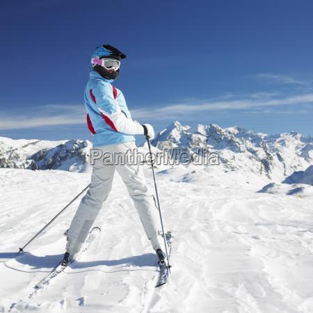 frau skifahrer alpen berge savoie frankreich
