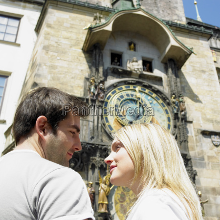 paar in prag horloge altes rathaus