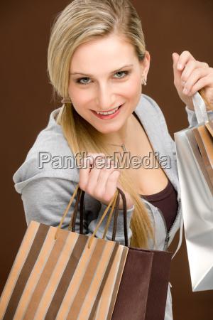 frau mode lebensstil einkaufen shoppen shopping