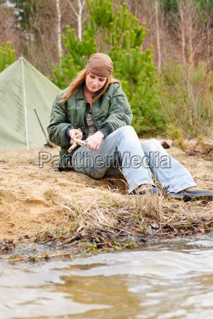 campeggio donna tenda natura taglio bastone