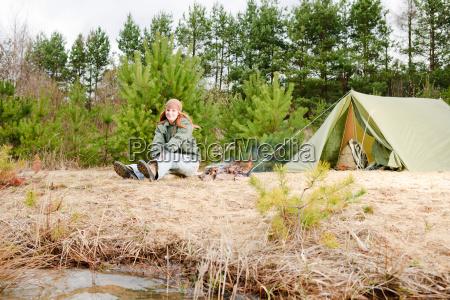 frau fahrt reisen holz camping zelt