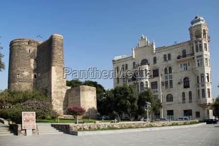 zentral baku aserbaidschan mit maidenturm dorf