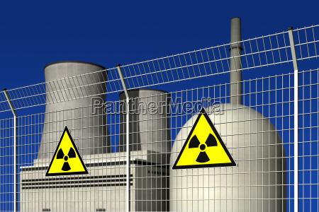 atomkraftwerk hinter einem sperrzaun mit warnschildern