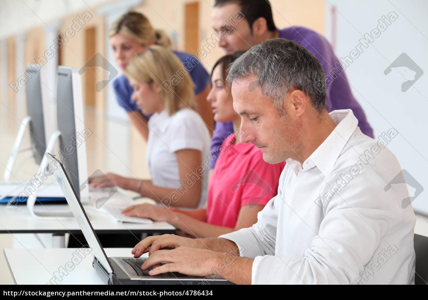 erwachsener, mann, der, die, teilnahme, an, business-training - 4786434