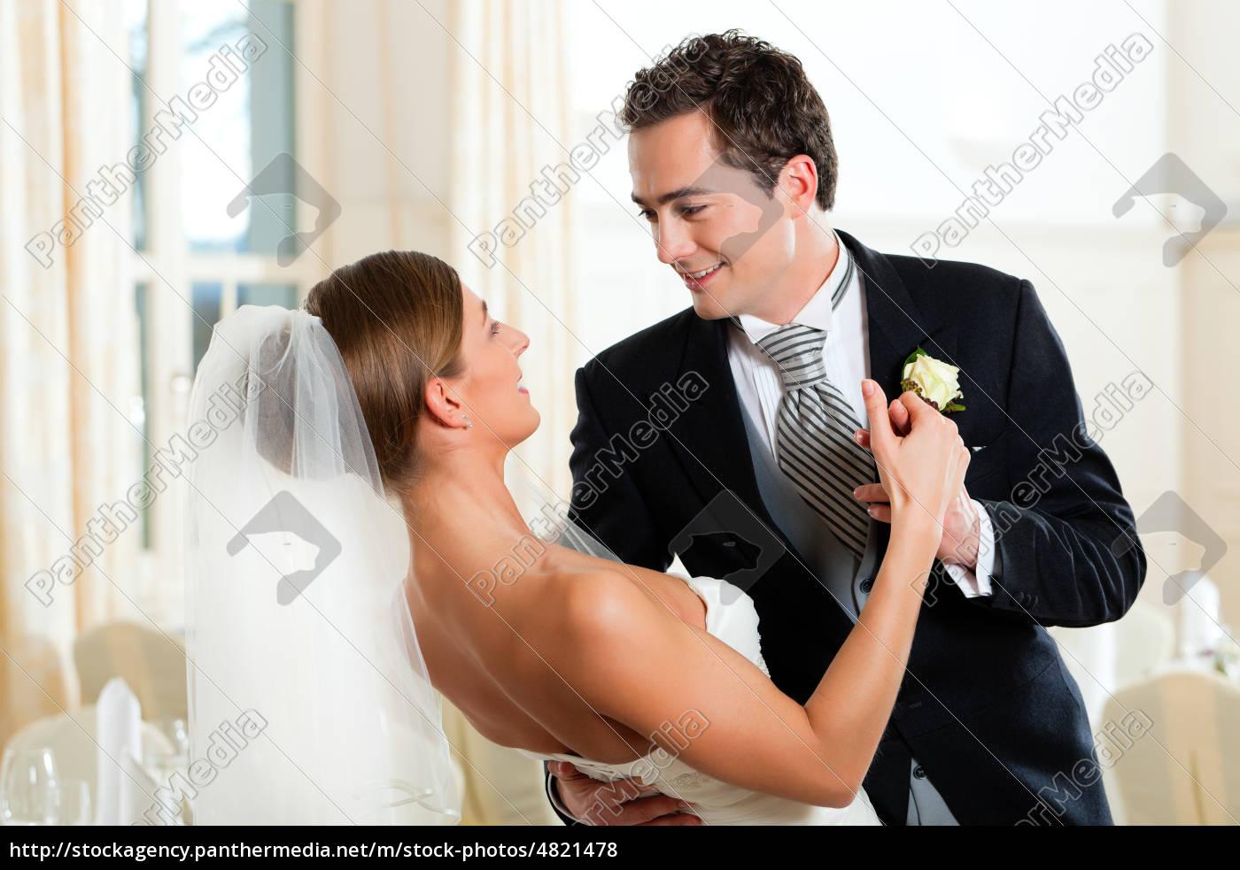 braut, und, bräutigam, beim, hochzeitswalzer - 4821478
