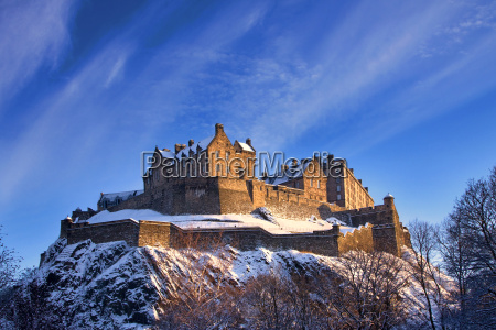 edinburgh castle in einem winter sonnenuntergang