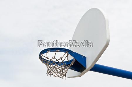 spielplatz basketball hoop und backboard