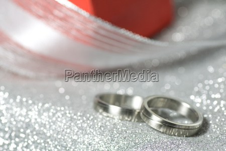 wedding rings with a gift