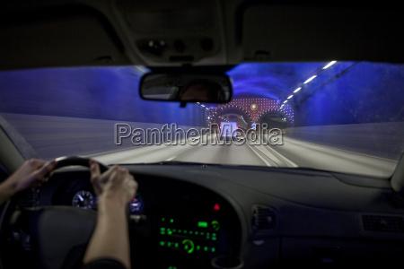 fahren in einem tunnel