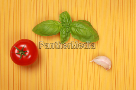 spaghetti with tomato garlic and basil