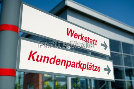 hinweisschilder werkstatt und kundenparkplatz