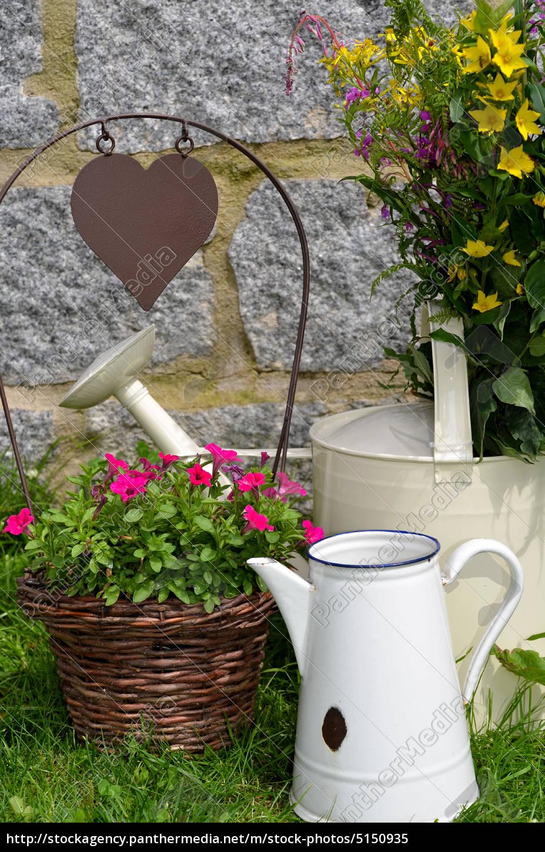 Garten Dekoration Kanne Blumen Lizenzfreies Bild 5150935