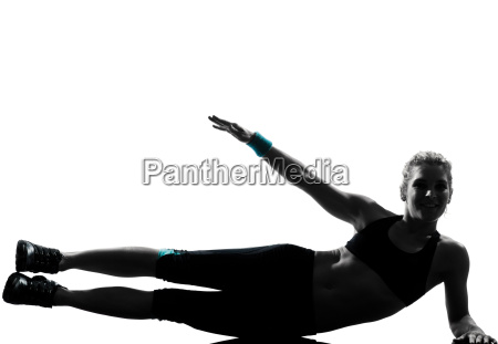 frau training fitness lage die abdominals