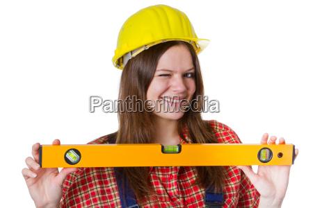 handwerkerin mit wasserwaage