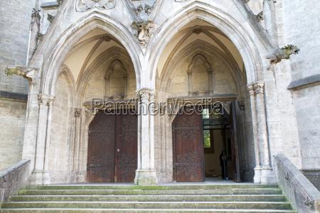 teilansicht der historischen paulskirche in muenchen