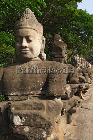 entrance of angkor thom cambodia