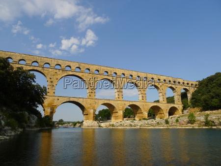roemische baukunst pont du gard frankreich