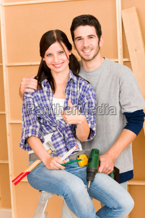 home improvement junges paar diy reparatur