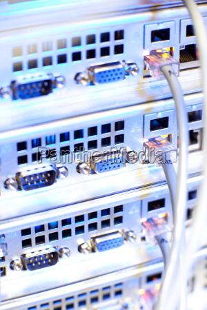 server rack cluster in einem rechenzentrum