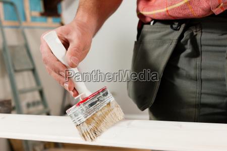 mann beim malern