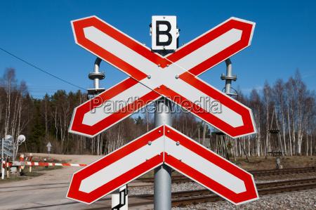 landbahnuebergang zeichen