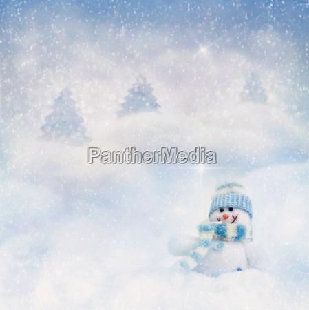 schneemann auf dem winter hintergrund
