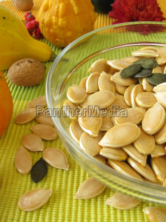 dried pumpkin seeds with peel