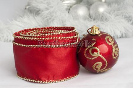 weihnachtsmotive mit kugeln und ketten