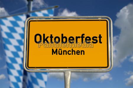 deutsches ortsschild oktoberfest muenchen