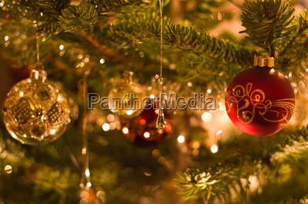 dekoration in weihnachtsbaum flache dof