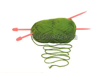 gruene kugel aus wolle