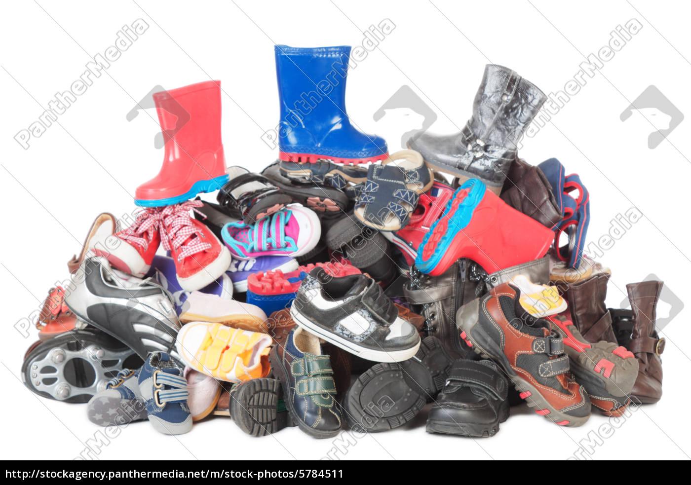 wholesale dealer fea1b 9fb89 Lizenzfreies Bild 5784511 - stapel von kinderschuhe isoliert mit schatten