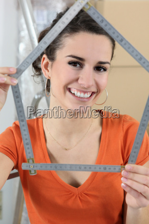 woman using measuring device