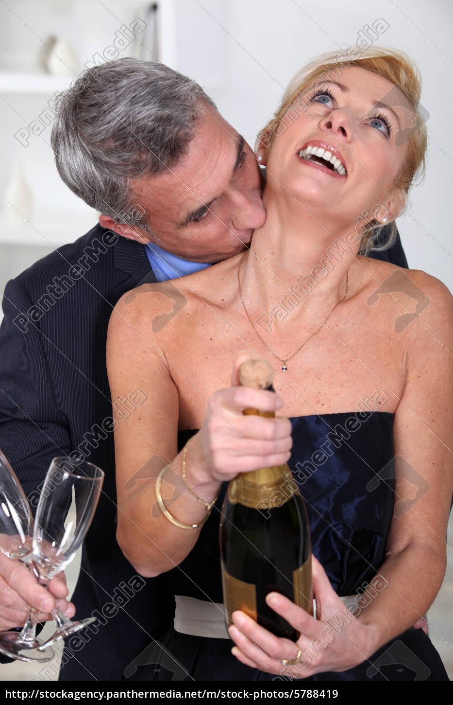 Den kuss hals auf Kuss am