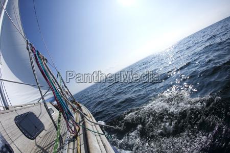 yacht jacht segelsport kahn faere verladen